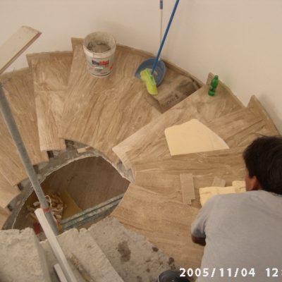 Escaleras del chalet renovadas
